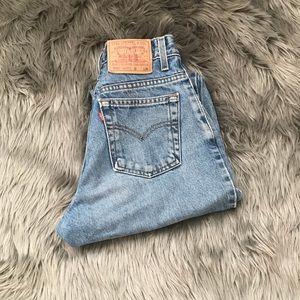 Vintage Levi's 550 medium blue mom jeans 💕